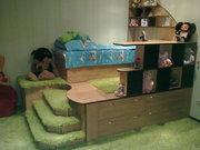 продам детскую кровать с подиумом и столом изготовленную индивидуально